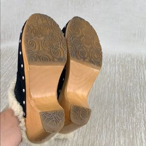 UGG Shoes - 👑 UGG BLACK CLOGS 💯AUTHENTIC